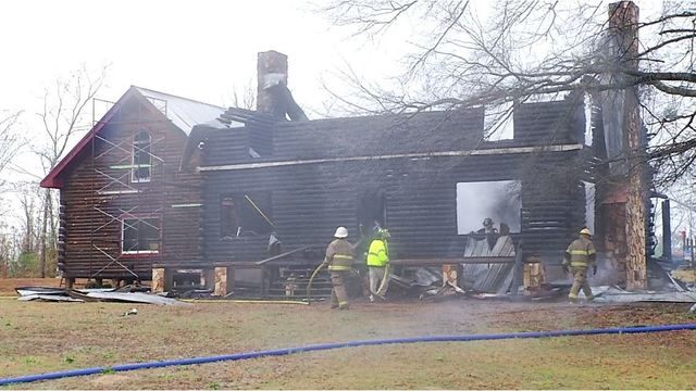 Good Samaritans save couple from burning home
