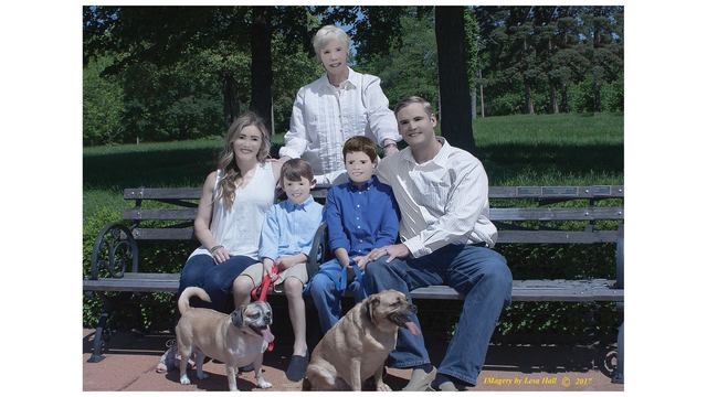 Family shares photos gone weirdly wrong in Photoshop fail